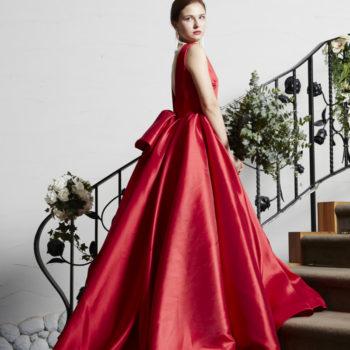 ドレスの質感が近くにいるゲストにも上質さを感じさせる