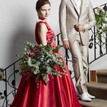鮮やかな赤のカラードレス
